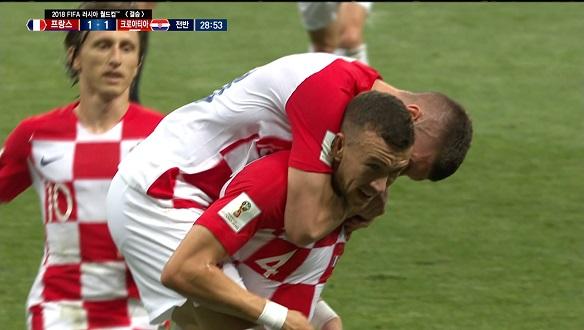 [골장면] 프랑스 VS 크로아티아, 선제골 10분 만에 터진 페리시치의 동점골!