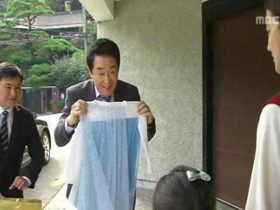 [45회] 동후(한진희), 손녀바보 등극…마중 나온 비단(김지영) 보고 '광대 폭발'