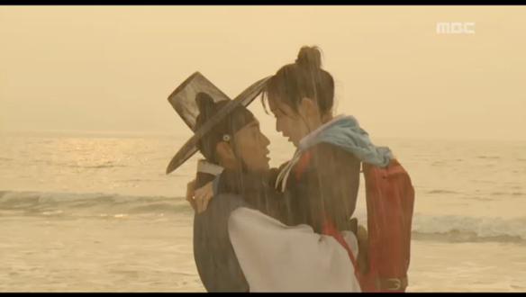 """""""언젠간 내가 너를 찾아갈게""""…이도(윤두준)-단비(김슬기), 비 내리는 날의 이별 [2회]"""