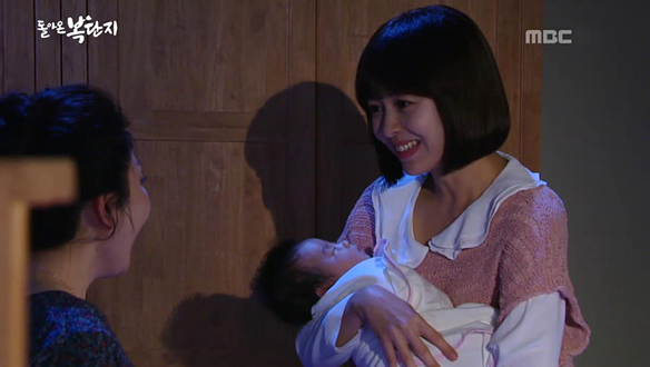 """""""고모, 우리 애기 안아봐""""…단지(강성연)의 품 안에 안긴 아이는 누구? [102회]"""