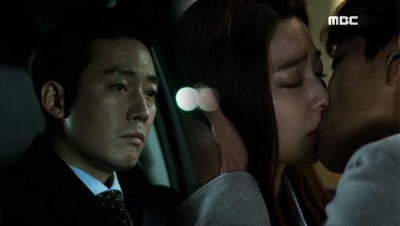 키스하는 부천(장승조)과 모현(박세영)을 씁쓸히 바라보는 필주(장혁) [4회]