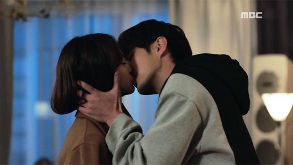 """""""왜 이렇게 심장이 터질 것 같지?""""…진진(한예슬)♥지원(김지석), 뜨거운 키스 [32회]"""