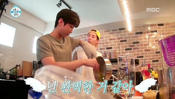 """절친 B1A4 진영의 요리 솜씨에 반한 헨리 """"넌 완벽한 것 같아"""" [206회]"""