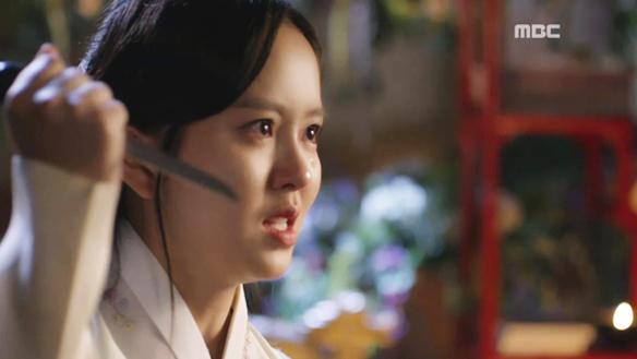 """""""사라져!""""…배신감에 치를 떠는 가은(김소현), 세자(유승호) 향해 은장도까지 꺼내드는데! [28회]"""