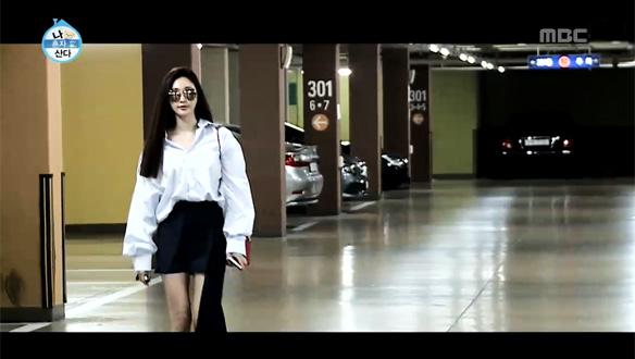 김사랑, 주차장에서도 런웨이 걷는듯한 '극강 비주얼'…일상이 화보 '사랑 is 뭔들' [210회]