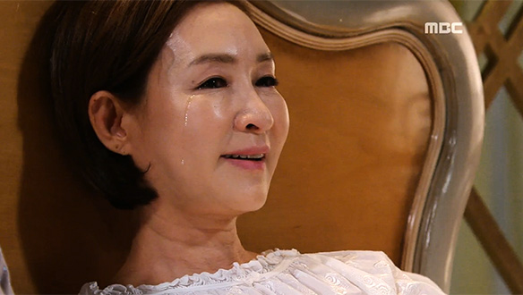 """""""어떻게 사랑하지 않을 수가 있겠어요""""…향미(정애리), 동빈(이재황)에 대한 걱정에 '눈물'"""
