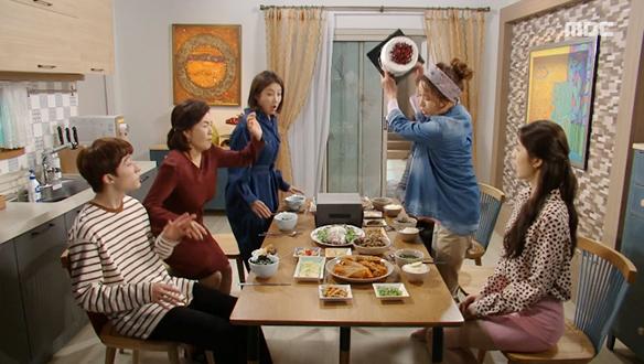 """""""이따위 케이크가 목구멍으로 넘어가?""""…허용심(김희정), 우정(서해원)의 생일파티에 분노 [66회]"""