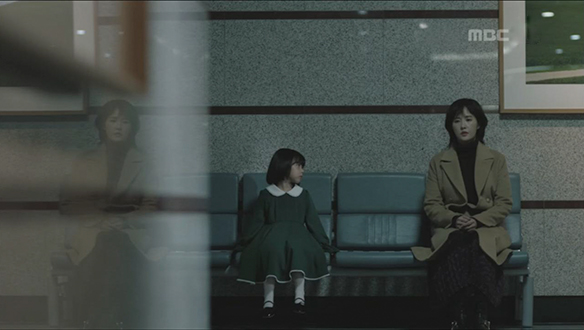 """""""아이들을 구하고 싶은거지""""…우경(김선아), 녹색 원피스 아이 환영과 대화 [11회]"""