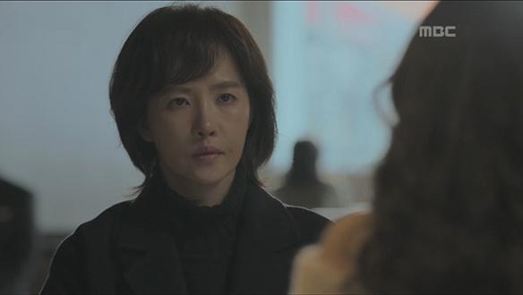 """""""아줌마가 내 아들 죽였다면서""""…사고로 죽은 아이의 엄마 우경(김선아)에 돈 요구 [12회]"""