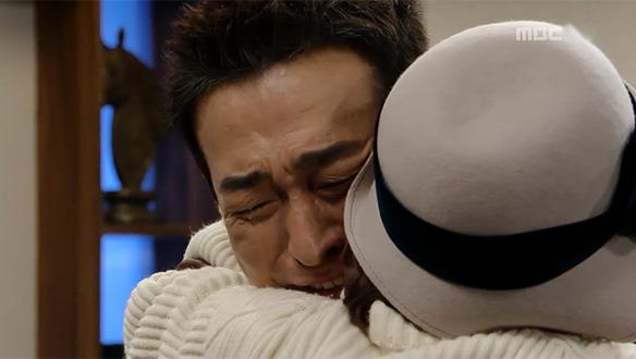 """""""보고 싶었어 누나""""…드디어 서로를 알아본 춘옥(김수미)과 캐빈(이재룡) '눈물의 상봉'"""