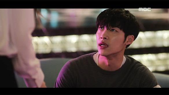 """""""제대로 좀 보고 앉지!""""…시현(우도환), 개나리 접시 깬 수지(문가영)에 버럭"""