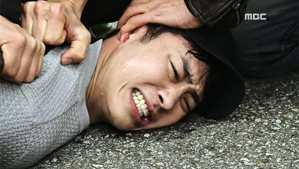 """""""미안해.. 진아""""…작두(김강우)에게 진(송준희)을 맡기고 체포되는 병철(최성재)"""