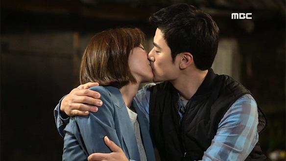 """""""사랑해요""""…서로를 향한 진심 확인한 승주(유이)♥작두(김강우) '달달 키스' [24회]"""