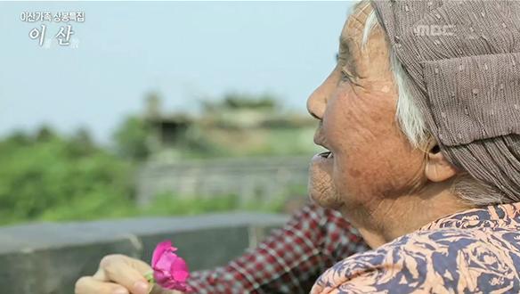 70년, 외딴섬에서 딸을 기다리는 어머니