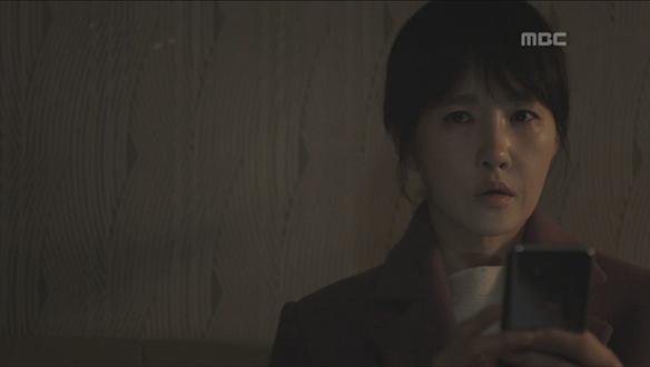 """""""알고싶어요""""…'붉은 울음'에 녹색 옷 소녀에 대한 진실 묻는 우경(김선아)"""